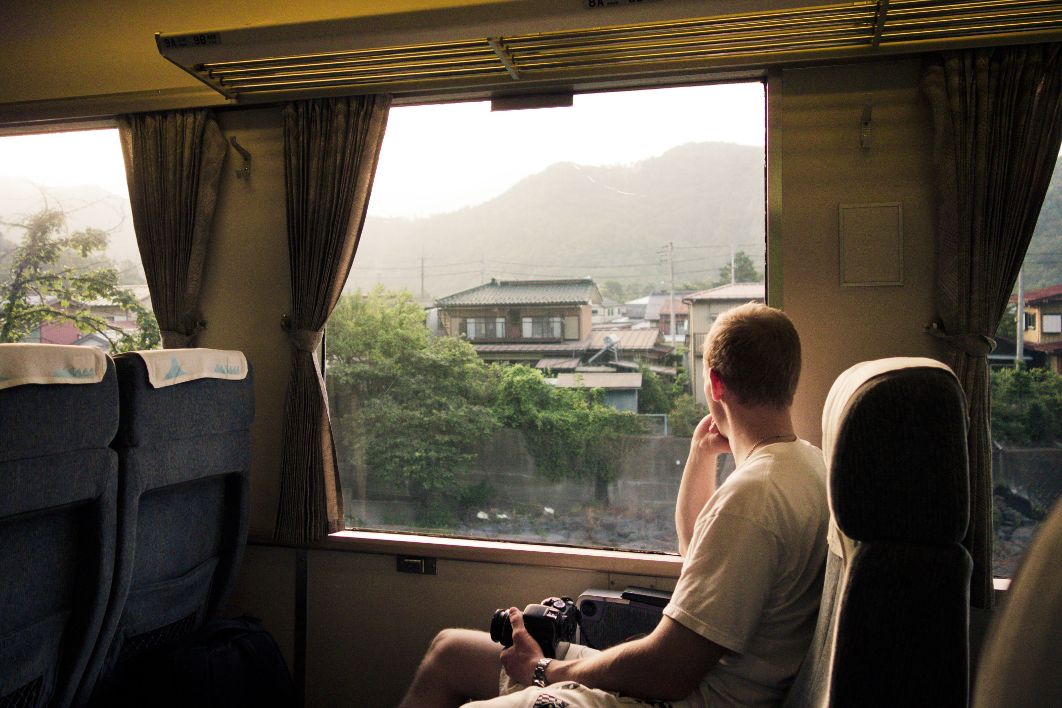 in-thought-on-the-train-across-the-country-side_t20_BAbxxv